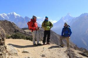 Andy, Daniel und Wolfgang mit Mt. Everest im Hintergrund