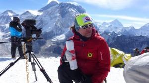 Andy am Gipfel des Lobuche Peak 6119m mit Mt. Everest im Hintergrund