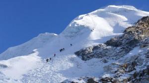 Aufstieg in der Gipfelflanke zum Lobuche East Peak