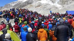 Politische Versammlung im Basislager auf 5.380m