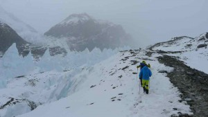 Beim Aufstieg am Rongpu Gletscher
