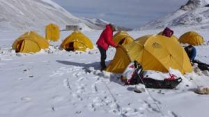 Ein verschneiter Morgen im Basislager Ein verschneiter Morgen im Basislager  Foto Wolfgang Klocker