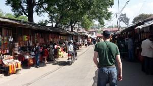 Klemens auf Straße in Bodnath