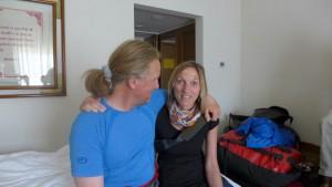 Andy mit Billi im Hotelzimmer