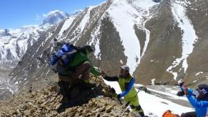 Ralph - König der Achttausender - beglückwünscht Andy am Gipfel