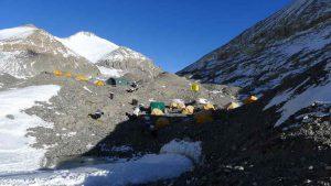 Erster Blick zum Mittelcamp auf 5.800m im Jahr 2015 (Foto Klemens Bichler)