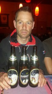 Klemens mit Everest Bier (Foto Wolfgang Klocker)