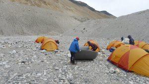 Unsere Zelte werden aufgebaut (Foto Klemens Bichler)