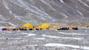 Alles trifft sich im Everest Basecamp (Foto Wolfgang Klocker)