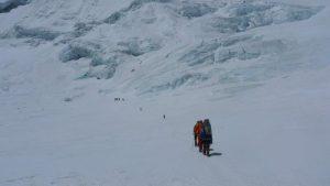 Am Gletscher zur Steilstufe in Richtung Nordsattel (Foto Klemens Bichler)
