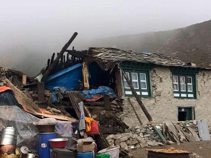 Thame, das Dorf wo Tenzing zu Hause ist, nach dem Beben.