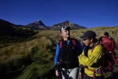 Andy bespricht mit unserem Guide Emilio die Route zum Illiniza Norte (Foto: LIFE EARTH Reisen)