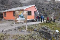 Erste Rast auf 4700m am Weg zum Illiniza Norte beim Refugio (Foto: Rudolf Klaus)