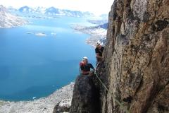 Daniel und Andy klettern um die Kante (Foto: Andreas Nothdurfter)