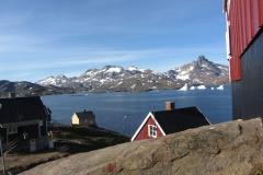 Tasiilaq - mit 2000 Menschen die größte Besiedelung im osten Grönlands (Foto: Andreas Nothdurfter)