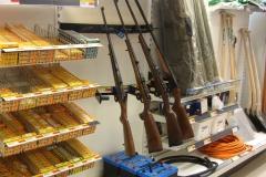 Waffen kauft der grönländische Jaeger im Supermarkt (Foto: Andreas Nothdurfter)