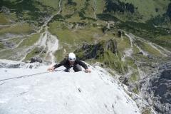 Andy in steiler Felsenwand Foto: Sigi Brachmayer