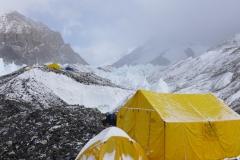 Das Mittelcamp auf 5800m (foto Wolfgang Klocker)