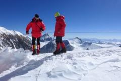 Klemens und Andy am Nordsattel bzw. Lager 1 auf 7065m (Foto Wolfgang Klocker)
