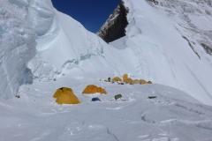 Lager 1 am Nordsattel auf 7065m (Foto Wolfgang Klocker)