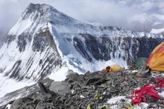 Unser Lager 2 auf 7650m mit Blick auf Lager 1 (Foto Wolfgang Klocker)