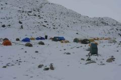 Vorgeschobenes Basislager im Schnee 03-05-2011