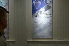 Andy mit Poster bei der Austellung im Niavaran-Palast in Teheran (Andreas Unterkreuter)
