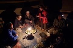 Abendessen im Nomadenzelt (Foto: Andreas Unterkreuter)