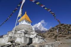 Auf dem Weg ins Everest-Basislager mit Ama Dablam im Hintergrund (Foto: Daniel Kopp)