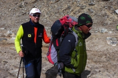 Andy mit Tenzing beim Trekking (Foto: Wolfgang Klocker)
