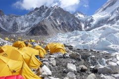 Blick auf einen Teil des Everest Basislagers (Foto: Wolfgang Klocker)