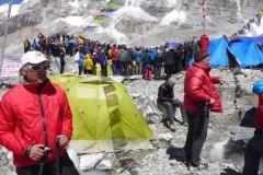 Andy bei der Sherpaversammlung nach der Eislawine (Foto: Wolfgang Klocker)