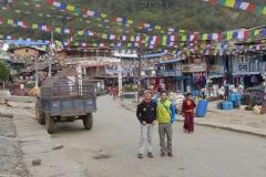 Andy und Daniel in Namche Bazar (Foto: Wolfgang Klocker)