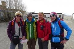 Nancy Hansen, Ralf Dujmovits, Andy und Flo in Thingri (Foto: Klemens Bichler)