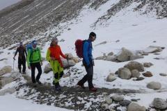 Flo führt Andy Klemens und Wolfi in Richtung Mittelcamp (Foto: Archiv Holzer)