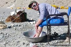 Florian bei der Fußwaschung (Foto: Wolfgang Klocker)