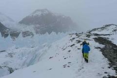 Beim Aufstieg am Rongbukgletscher (Foto: Klemens Bichler)