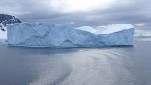 Eisberg an der Antarktisküste